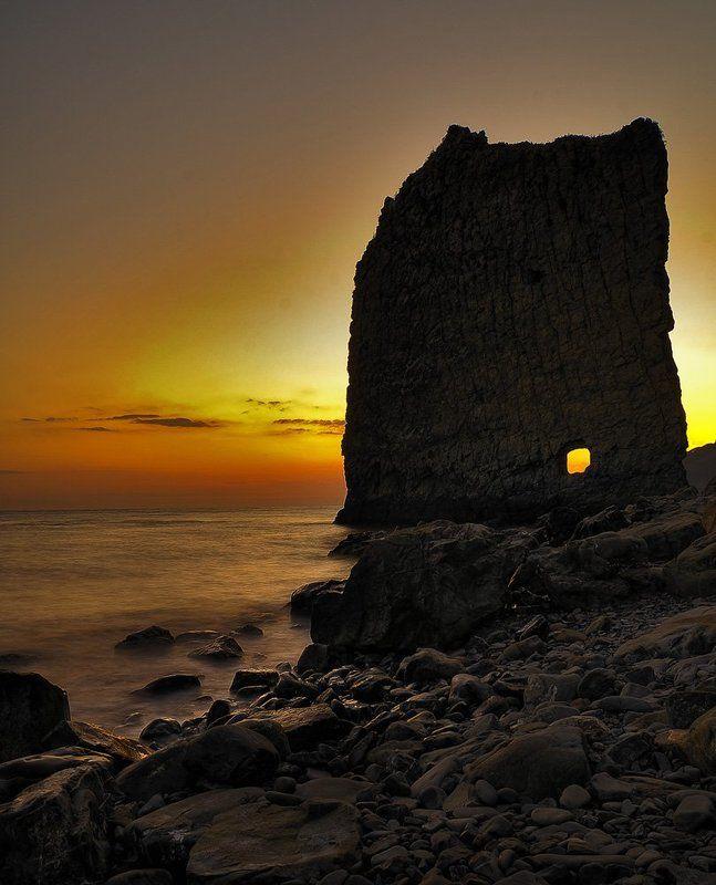 скала,море,камни,закат Парусphoto preview