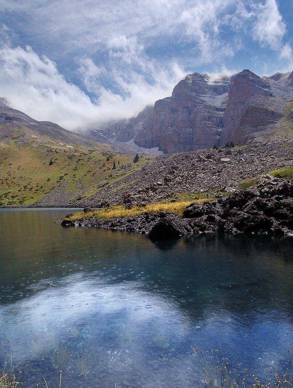 горы, дождь, озеро. photo preview