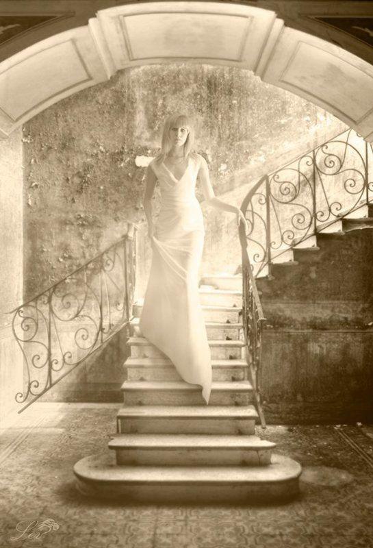 лестница, перила, девушка, свет, яркость, белое платье, блондинка, сепия photo preview