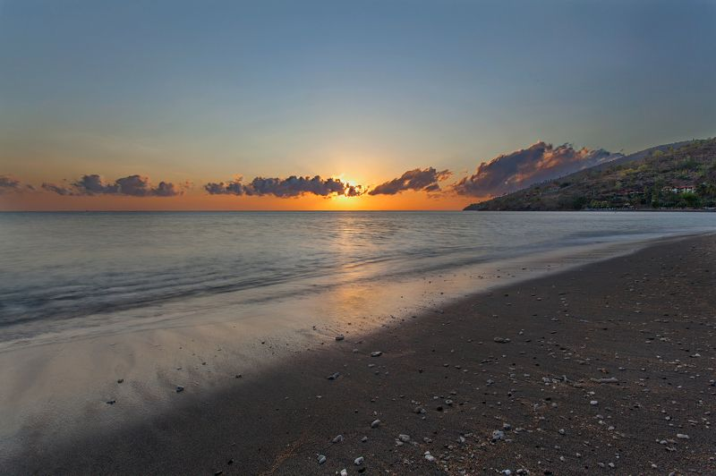 рассвет, камни, вода, океан, Амед, Бали, Индонезия, небо, облака, луч света, sunrise, sun ray, stone, water, waterscape, ocean, beach, Bali, Indonesia, Amed, Бали, Индонезия Пляж на рассветеphoto preview