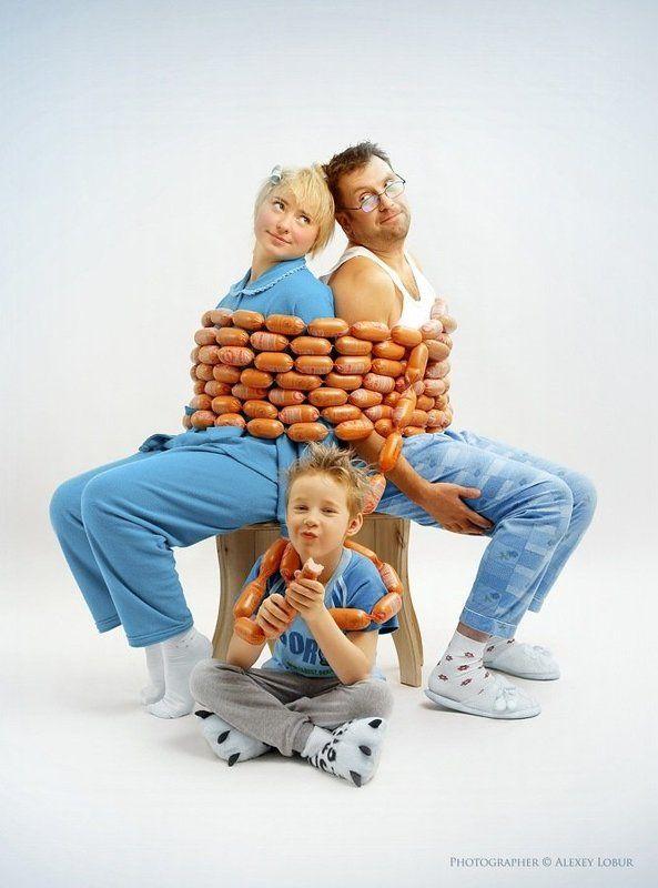 семья, колбаса, сосиски, ретушь, лобур Иллюстрация к календарю магазина мясных продуктовphoto preview