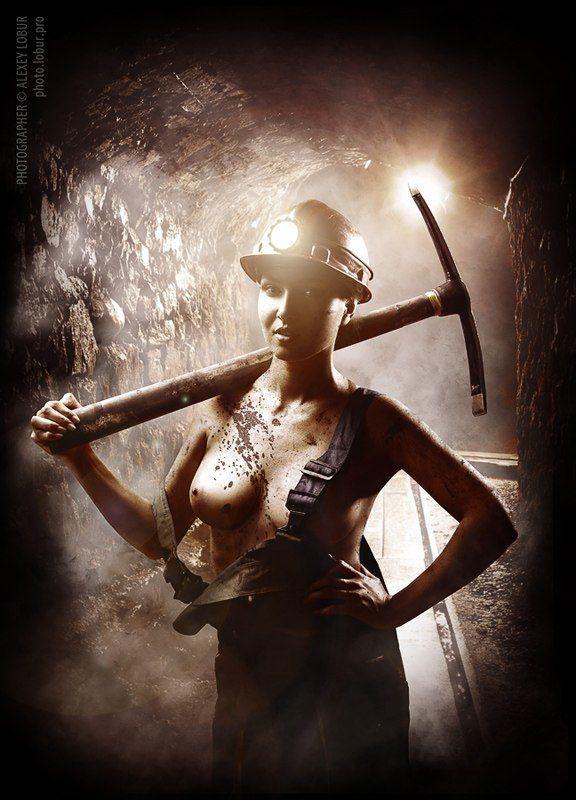 женщина, девушка, ню, шахта, кирка, ретушь, лобур Стахановкаphoto preview