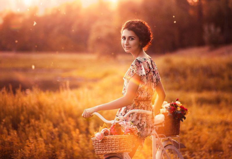 девушка портрет велосипед закат лето на закатеphoto preview
