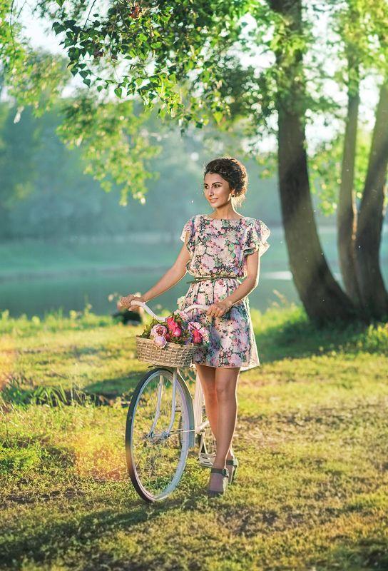 девушка велосипед лето речка Мадленаphoto preview