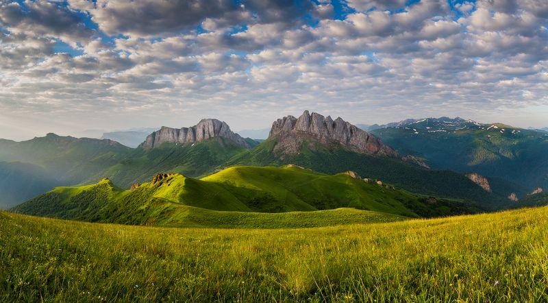 горы, Кавказ, Россия, Адыгея, Большой Тхач, Ачешбок Чертовы воротаphoto preview