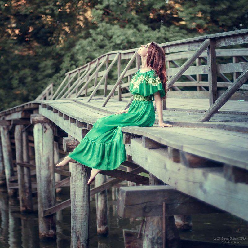 Девушка, Мост, Озеро ...photo preview
