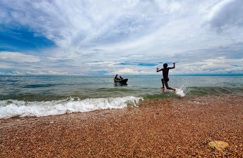 Африка, Танзания, Малави, Ньяса, озеро, простор, дети, лодка, вода, пляж Широкое озеро Ньясаphoto preview