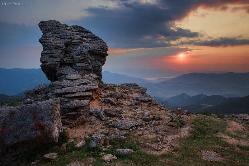 Карпаты, горы, рассвет, лето монументальноphoto preview
