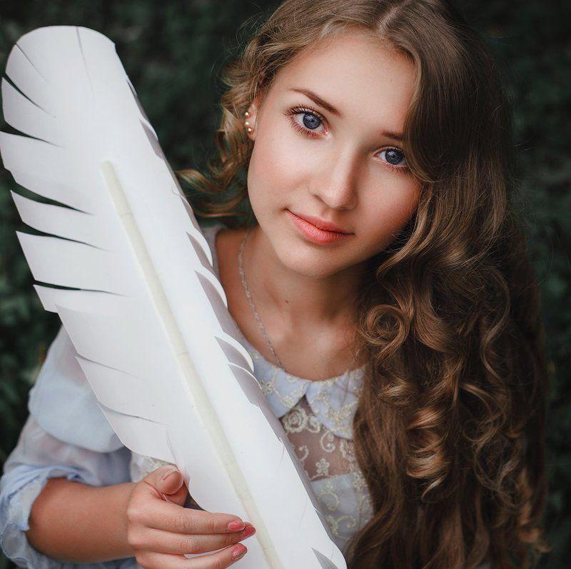 девушка, портрет, сказка, перо, лес, красота Message to Wonderlandphoto preview