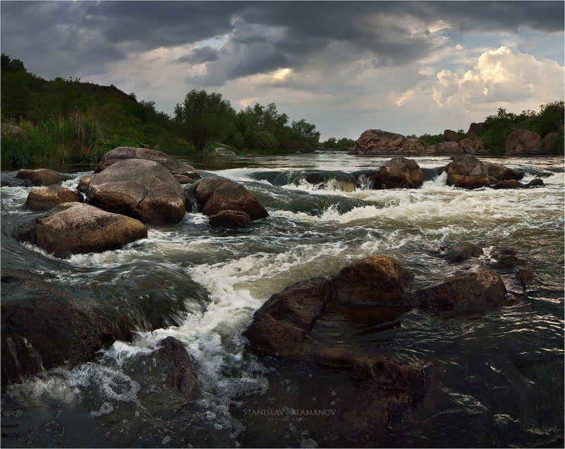 р.Южный Буг, пороги, река, течение, облака, непогода, камни На реке непогодаphoto preview
