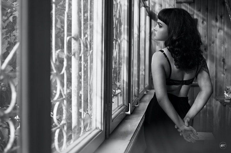 девушка, rpp, черно-белое, эротика, erotic, кошка, киска, кудрявая, окна, курение, сигарета, Полинаphoto preview