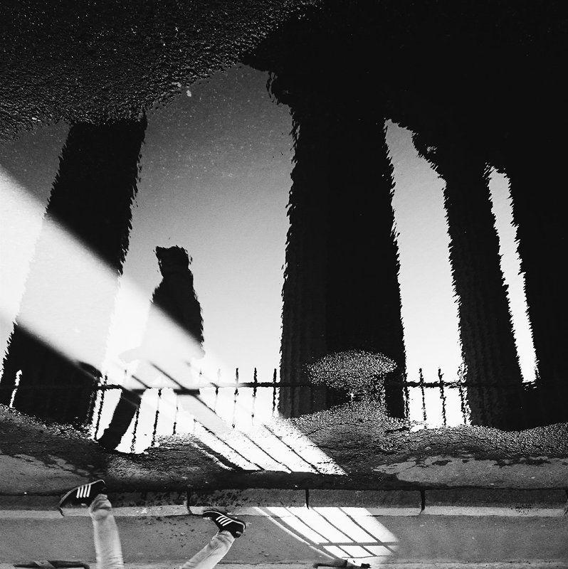 black & white, mirror, people, street Наоборотphoto preview