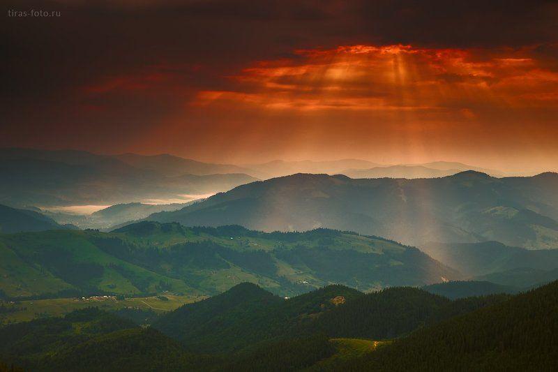 Карпаты, горы, облака, лето, лучи, туман Светанулоphoto preview
