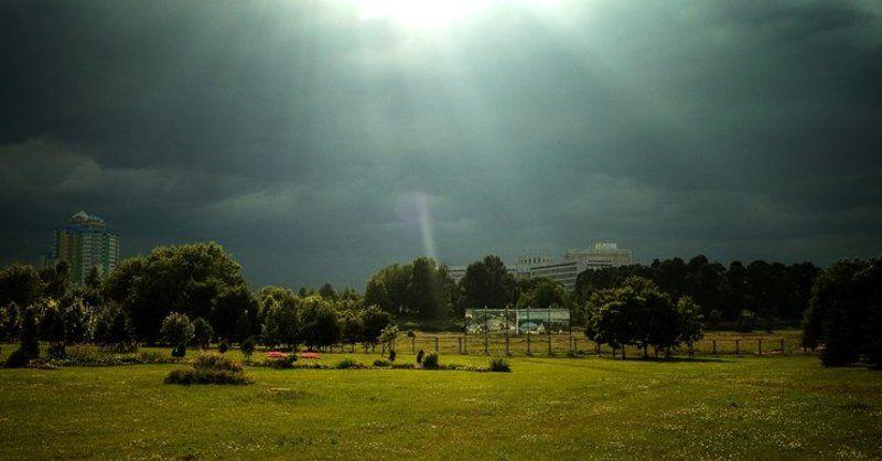 город, гроза перед грозой...photo preview