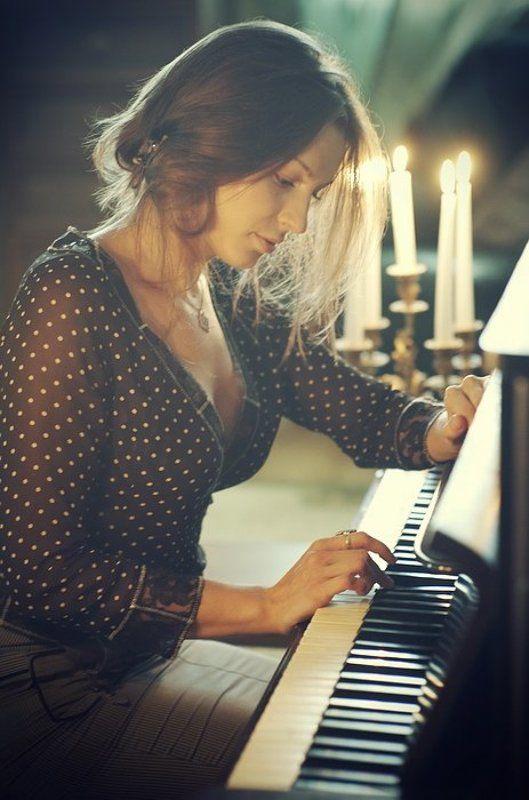 девушка, музыка, свечи, лирика, потрет Пианиноphoto preview