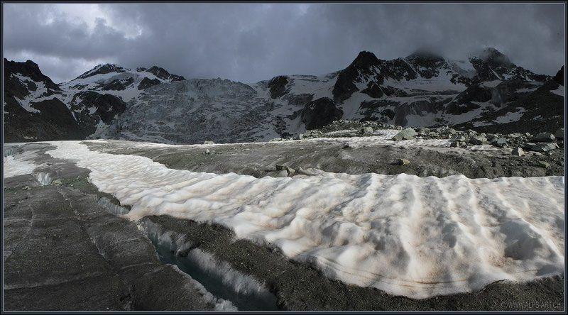 Про снежные полосы, ползущие по ледникуphoto preview