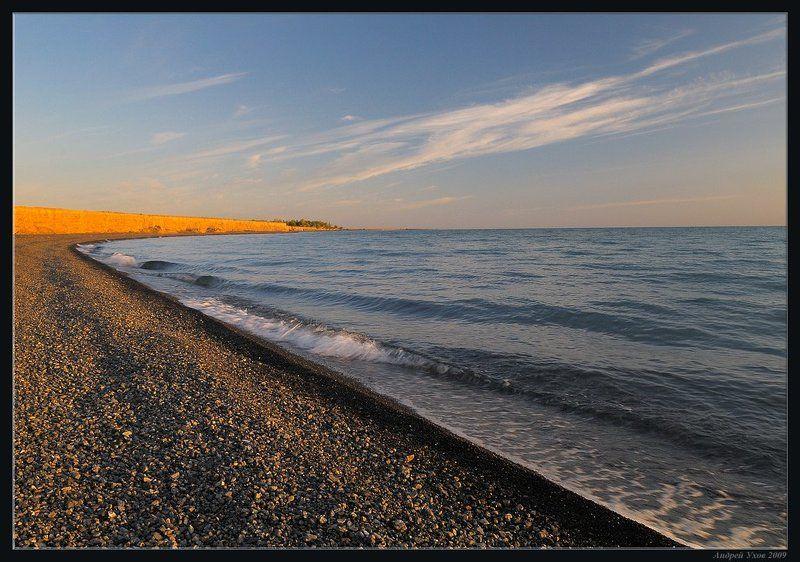лето,озеро,берег,утро,волны,обрыв,облака,отдых,галька Пустынный пляжphoto preview