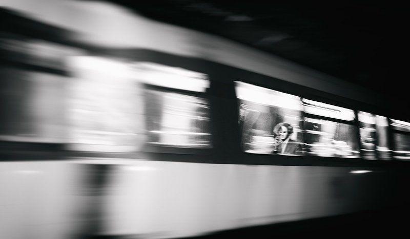 Метро, Париж, Черно-белое я тебя вижуphoto preview