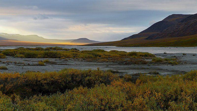 осень., пейзаж., природа., россия., чукотка., небо., свет., речка., тундра. Осенняя...photo preview