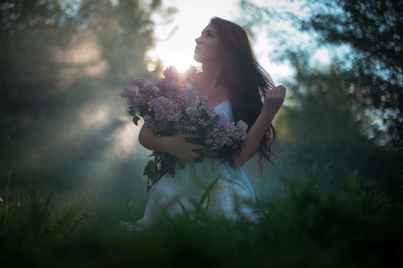 Девушка, портрет, платье, свет, трава, лес, поляна, закат, рассвет, сирень Женяphoto preview