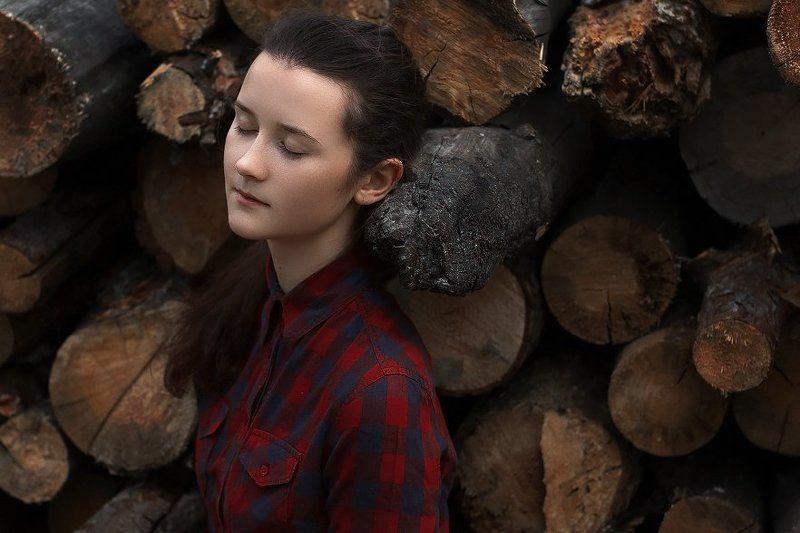 портрет, девушка, фото, бревна, дерево, цвет ***photo preview