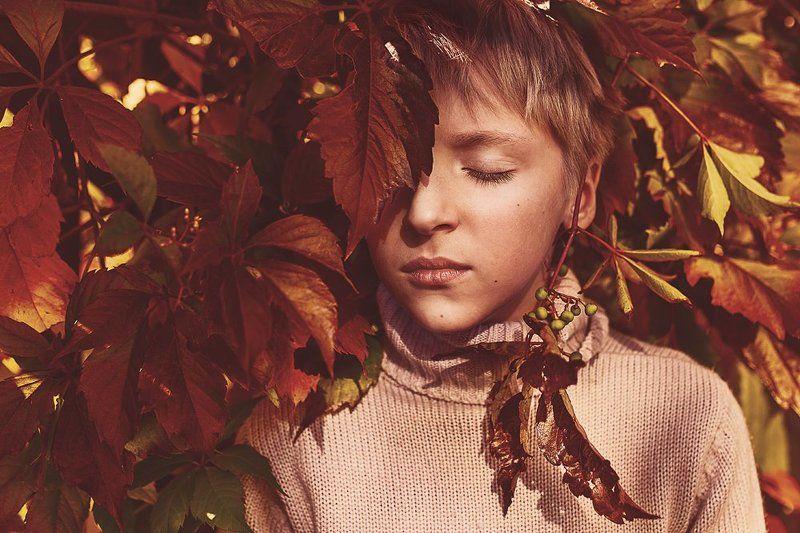 осень, мальчик, листва, краски, портрет Осенний портретphoto preview