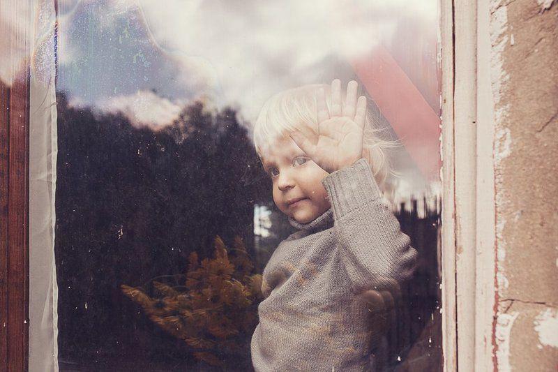 мальчик, окно, портрет, отражения За окномphoto preview
