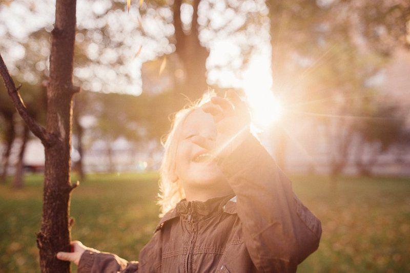 малыш, солнце, эмоции, луче, свет Поймать солнышкоphoto preview