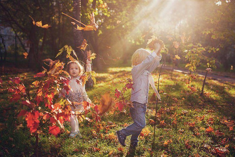 дети, эмоции, осень, листья Бегом по осенним листьямphoto preview