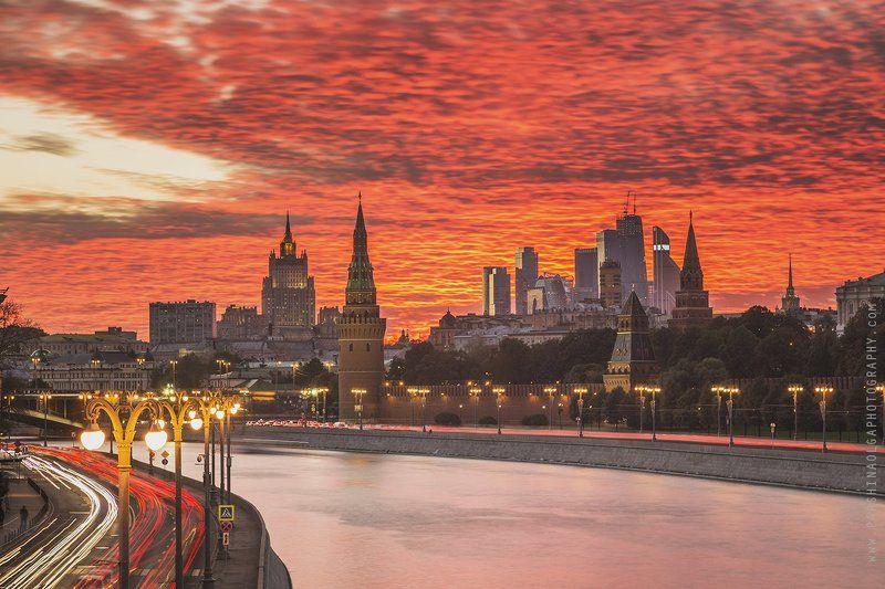 Москва, закат, небо, облака, красота, огни, большая выдержка, город, пейзаж, городской пейзаж, Кремль, Москва-сити, река, дорога, Moscow, sunset, lights, long exposure, sky, colorful, color, road, river, traffic Закат одного дняphoto preview