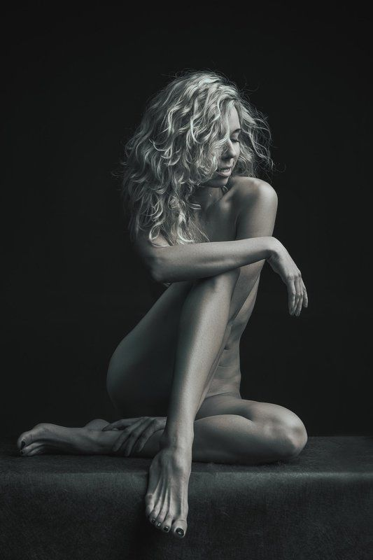 nude, girl, naked,siting, studio Sitingphoto preview