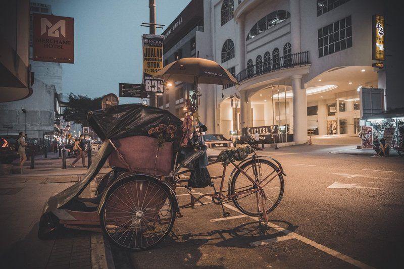 Малайзия Пенанг Джорджтаун Бечак Велорикша Улица Вечер Сентябрь malaysia penang georgetown bechak pedicabs street night september Бечак по малайскиphoto preview