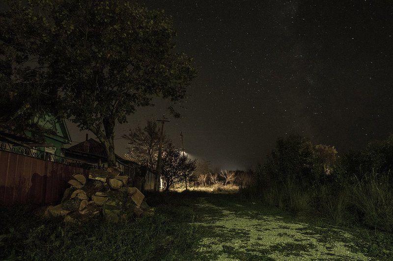 Южная ночь над деревнейphoto preview