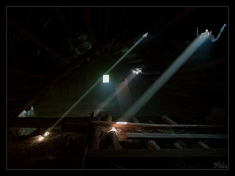 чердак, конёк, крыша, лучик, нло На чердакЕphoto preview