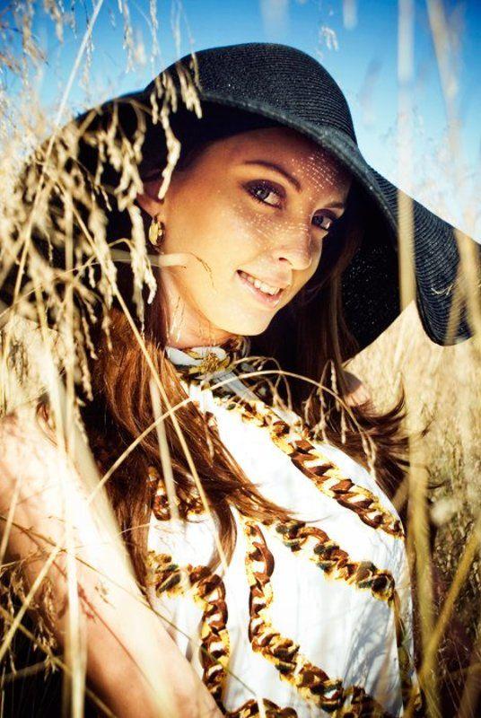 девушка, портрет, поле, лето, природа, колоски в шляпеphoto preview