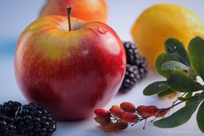 фрукты, яблоко, ежевика, барбарис, лимон ***photo preview