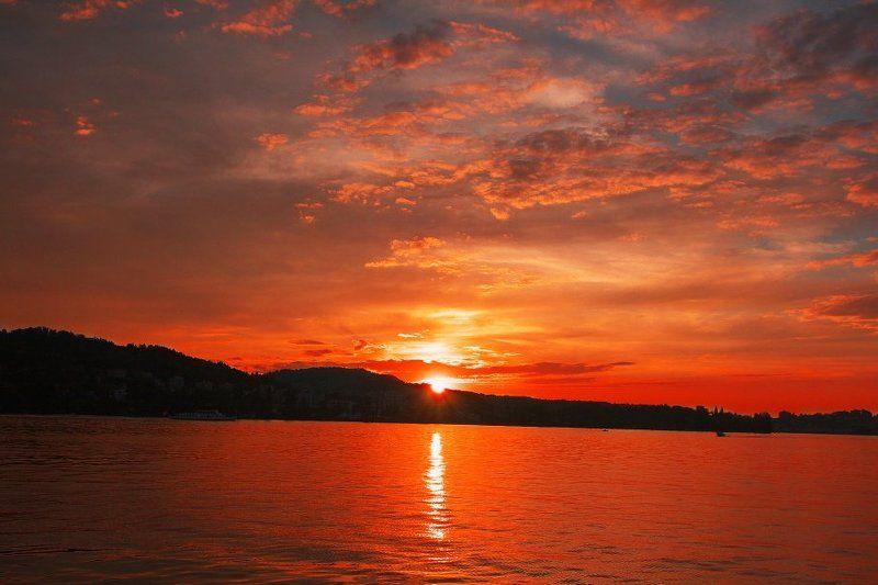 Закат над озеромphoto preview