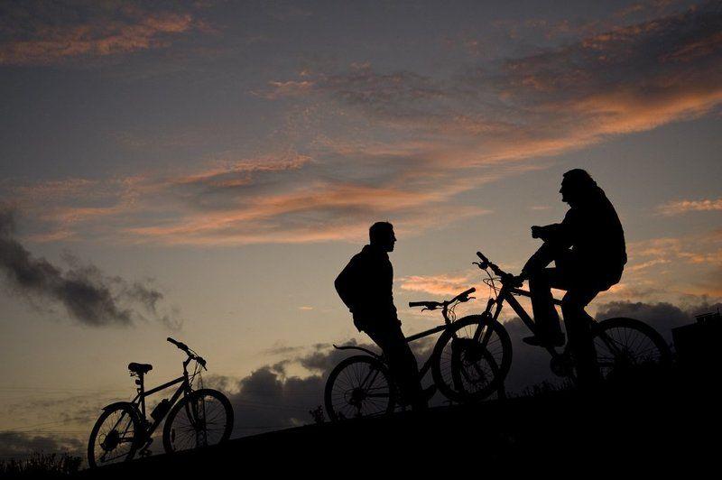 велосипед,друзья,небо,закат,облака,спорт Велоотдыхphoto preview