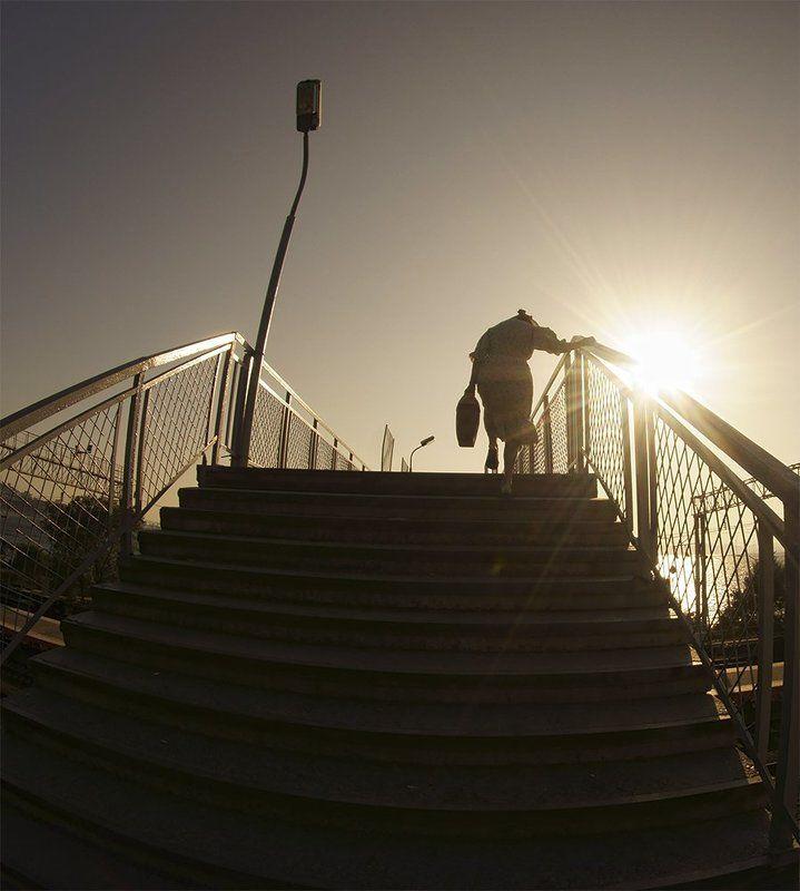 Вверх по лестнице ,ведущей вниз ..photo preview