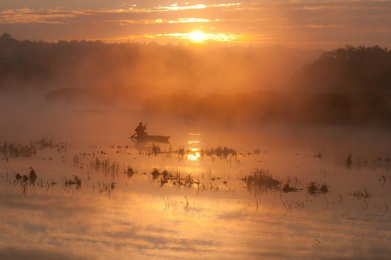 Река. Восход.Рыбак. На красной зорьке.photo preview