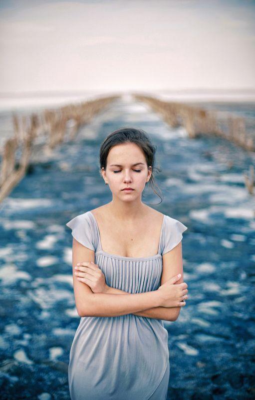 холод, сини, девушка, портрет, арт, руки Холодphoto preview
