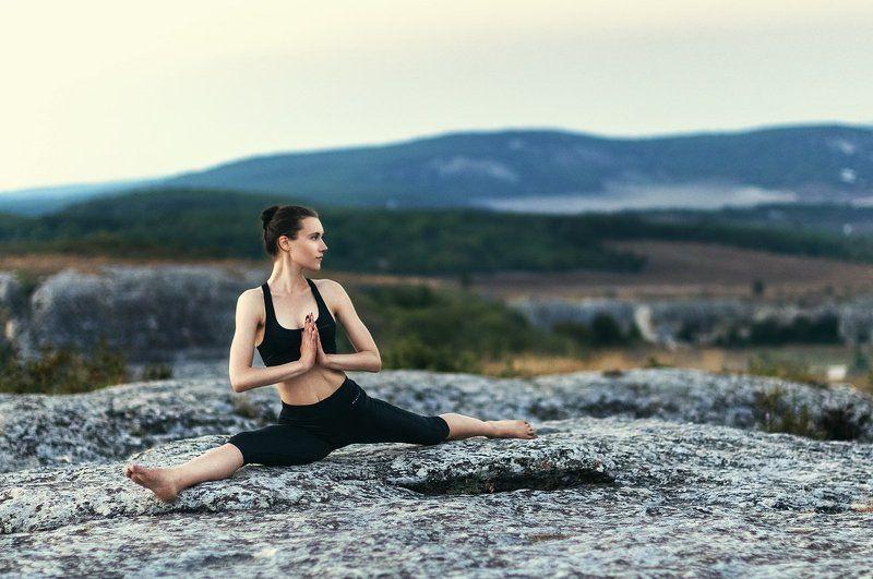 йог, йога, девушка, скалы, закат, люди, портрет, упражнение, природа Йогphoto preview
