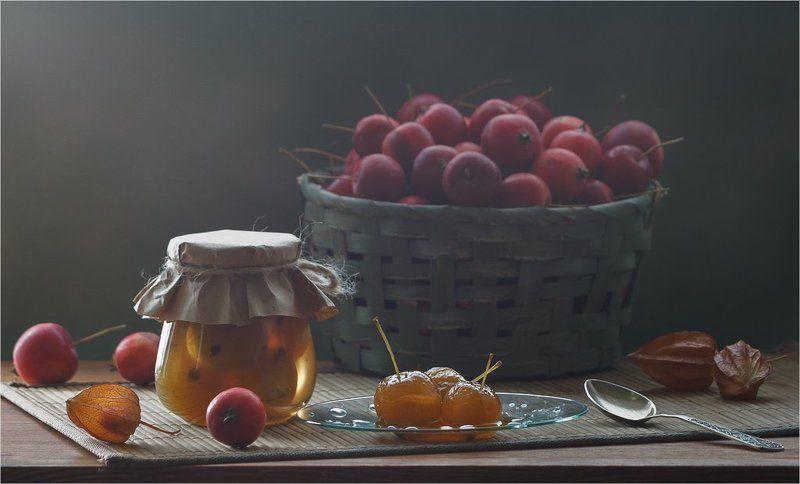 натюрморт, яблоки, варенье, контровый свет, осень, урожай, банка, корзина, красный, желтый, зеленый Про яблочное вареньеphoto preview