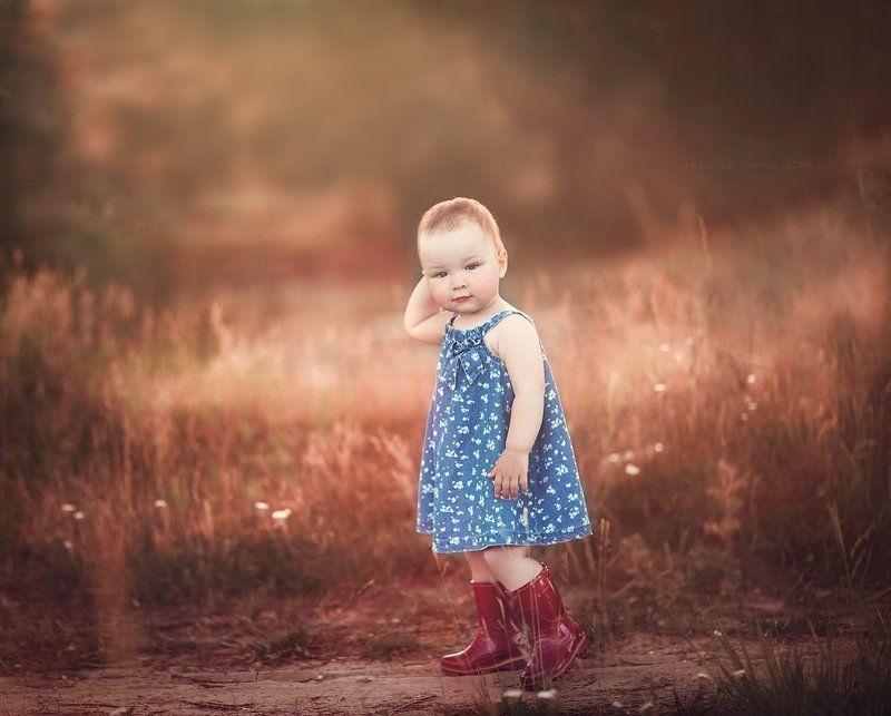 девочка,полянка Аленушкаphoto preview