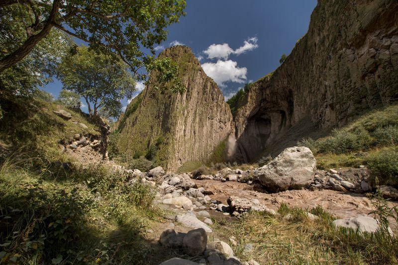 горы, Кавказ, Россия, Кабардино-Балкария, водопад Водопад Тузлук Шапа (Каракая-Су) photo preview