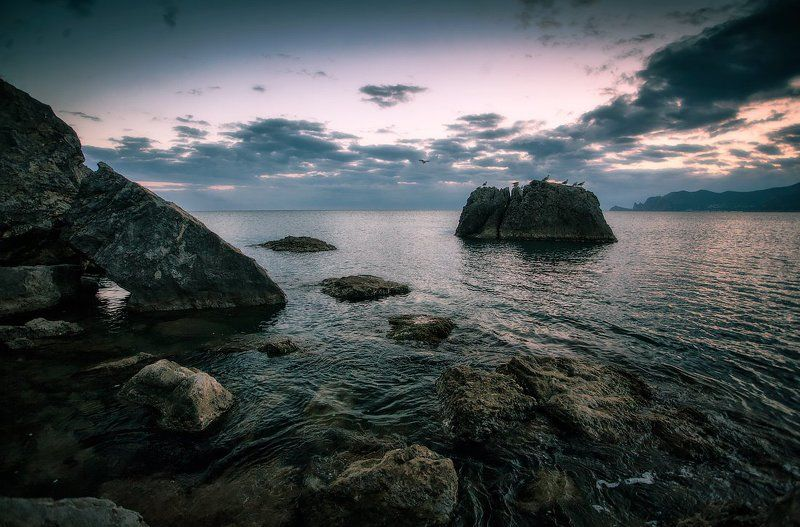 море, камни, чайки, закат Островphoto preview