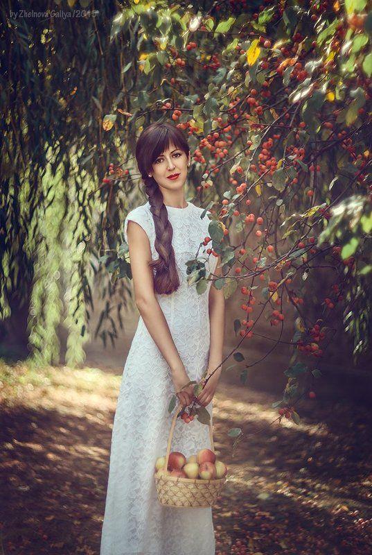 Девушка, Осень, Яблоки ...photo preview