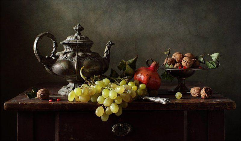 Чайник и фруктыphoto preview