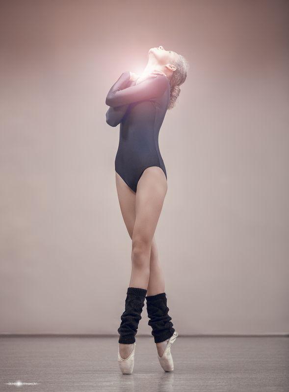 балерина, , , красота, , , хореография, , , , девушка, , пуанты, , чувственный, , молодой, , хореографический, зал Объятия душуphoto preview