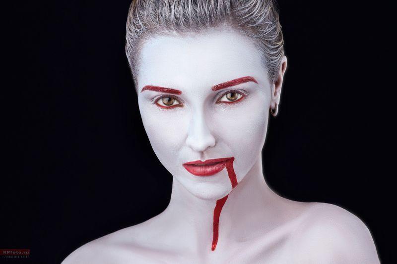 белый, лицо, кровь Завтракphoto preview